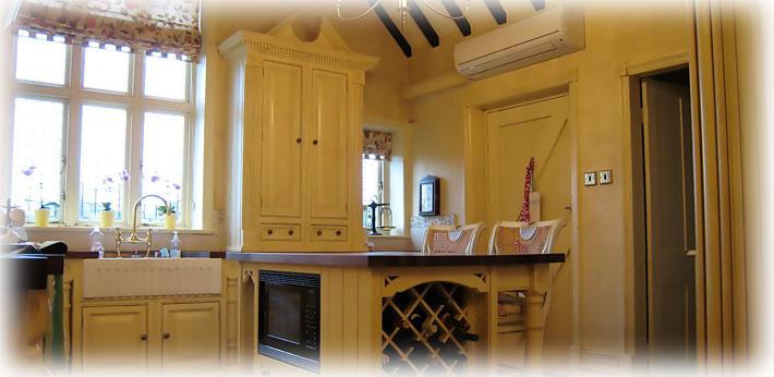 Монтаж сплит системы в деревянном доме: особенности и место размещения