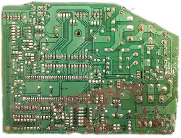 Попала грязь на плату сплит-системы, причина выхода из строя прибора. Ремонт LG 09